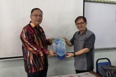 Bersama Pengetua SM Kuching High